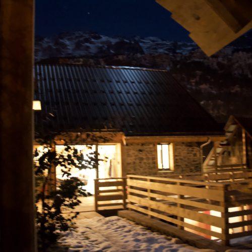 Chalet Le Petit Plus at night